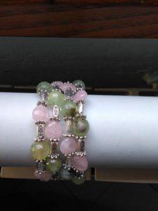 bracciale-a-molla-con-phrenite-e-quarzo-rosa